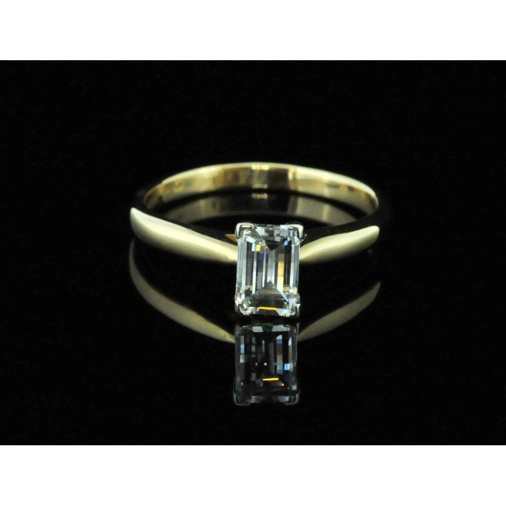 c1b4d91f220677 18ct Millenium Cut Diamond Ring - Second Hand Jewellery from Miltons ...