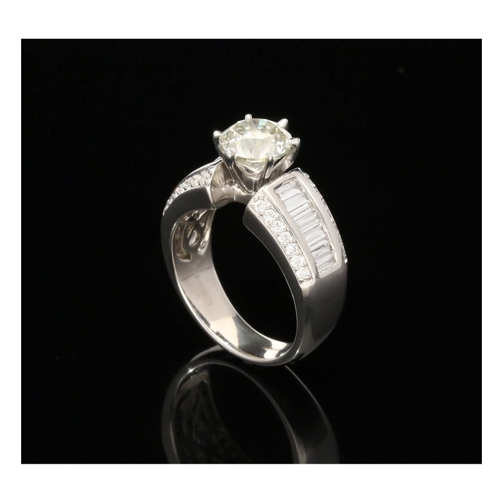 Milton s Secondhand 18ct White Gold 2 79ct Diamond Engagement Ring