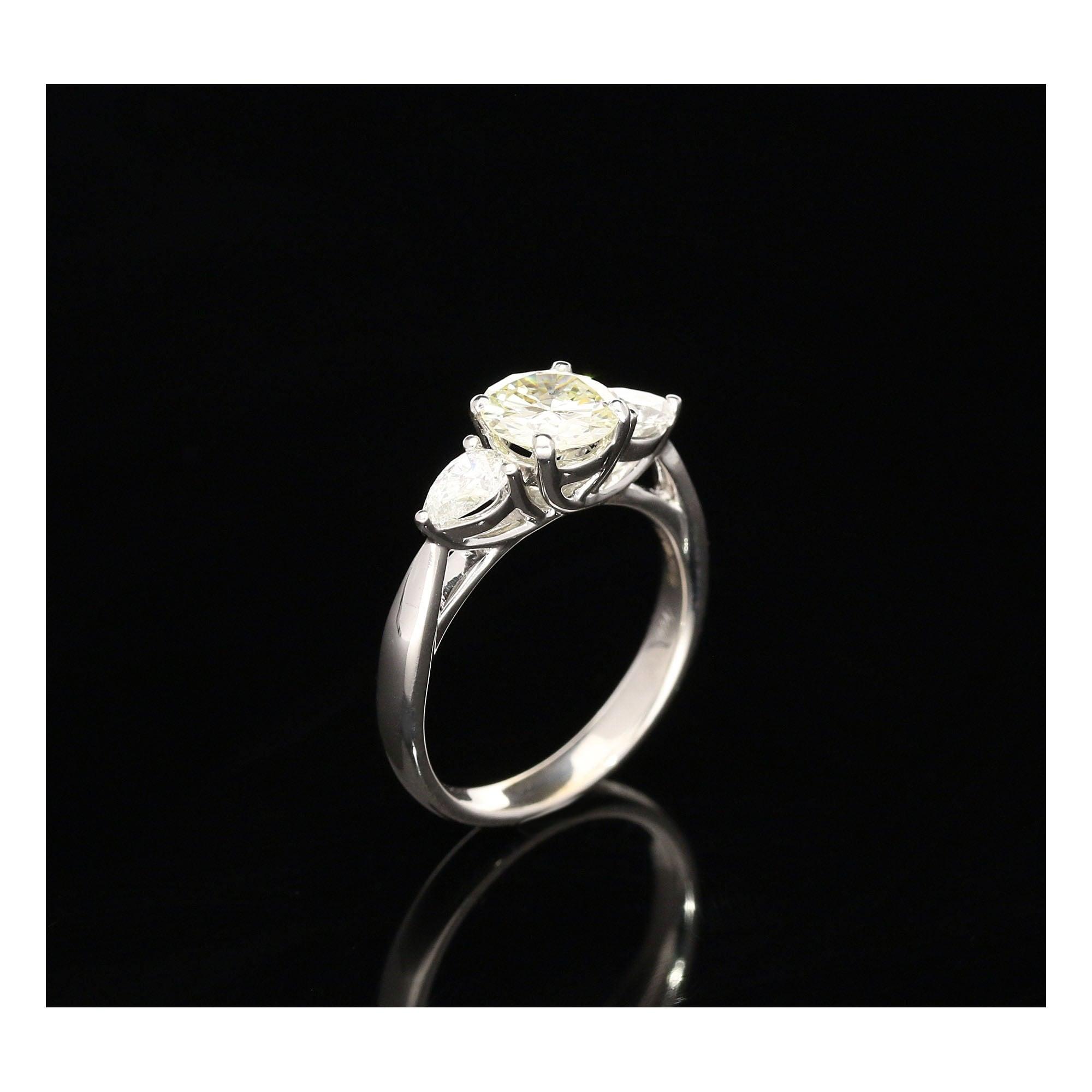 milton s secondhand 18ct white gold 3 ring