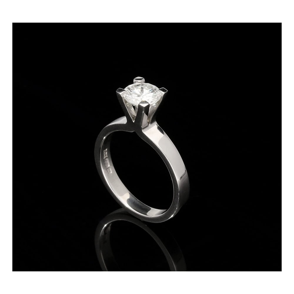 Milton s Secondhand 18ct White Gold Diamond Engagement Ring 1 16ct