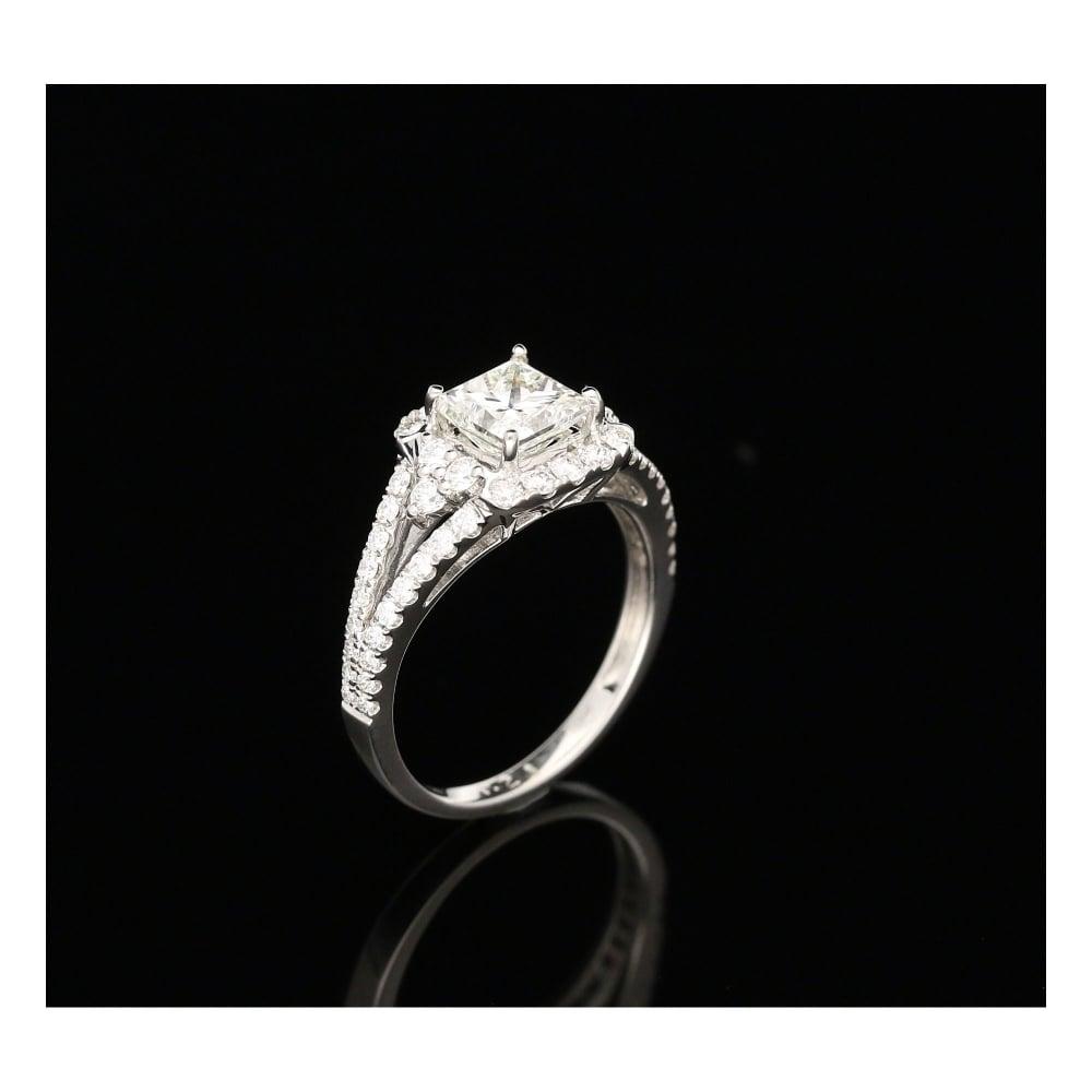 Milton s Secondhand 18ct White Gold Diamond Halo Engagement Ring