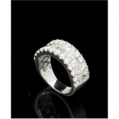 18ct White Gold Round Brilliant and Baguette Diamond Ring