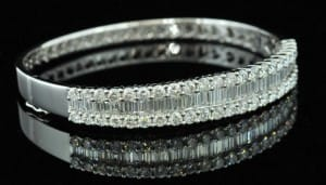 18ct-white-gold-7-35ct-diamond-bangle-p47-46_zoom